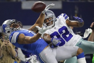 ARLINGTON, TX - DECEMBER 26: Marvin Jones #11 of the Detroit Lions and Orlando Scandrick #32 of the Dallas Cowboys go up for a pass during the  first half at AT&T Stadium on December 26, 2016 in Arlington, Texas. (Photo by Ronald Martinez/Getty Images)