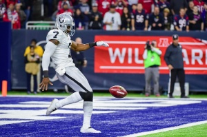 HOUSTON, TX - JANUARY 07: Oakland Raiders punter Marquette King (7) kicks from his own endzone during the NFL AFC Wild Card game between the Oakland Raiders and Houston Texans on January 7, 2017, at NRG Stadium in Houston, Texas. (Photo by Ken Murray/Icon Sportswire via Getty Images)