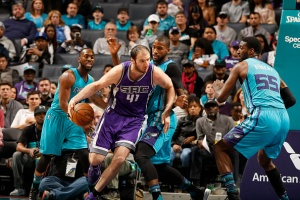 CHARLOTTE, NC - JANUARY 28: Kosta Koufos #41 of the Sacramento Kings handles the ball against the Charlotte Hornets on January 28, 2017 at Spectrum Center in Charlotte, North Carolina. NOTE TO USER: User expressly acknowledges and agrees that, by downloading and or using this photograph, User is consenting to the terms and conditions of the Getty Images License Agreement.  Mandatory Copyright Notice:  Copyright 2017 NBAE (Photo by Kent Smith/NBAE via Getty Images)
