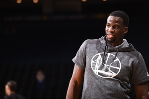 OAKLAND, CA - FEBRUARY 15: Draymond Green #23 of the Golden State Warriors warms up before the game against the Sacramento Kings on February 15, 2017 at ORACLE Arena in Oakland, California. NOTE TO USER: User expressly acknowledges and agrees that, by downloading and or using this photograph, user is consenting to the terms and conditions of Getty Images License Agreement. Mandatory Copyright Notice: Copyright 2017 NBAE (Photo by Noah Graham/NBAE via Getty Images)
