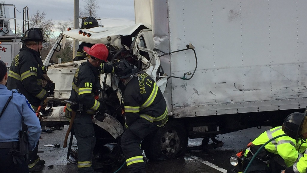 Two Killed In Multiple Car Crash on South Bound I-5 – CBS